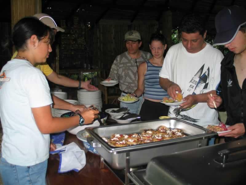 Campamento comida Buffet Cabañas Camping El Encanto Cuajilote Zona Arqueologica Tlapacoyan Veracruz Mexico Rio Filobobos